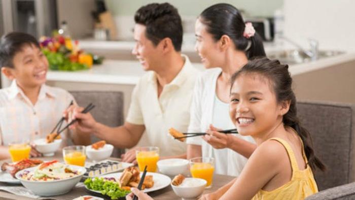 Mơ thấy ăn cơm đánh đề con gì? Báo hiệu điểm gì lành hay dữ?