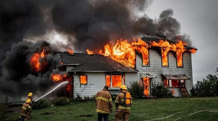 Mơ thấy cháy nhà đánh đề con gì? Báo điềm lành hay dữ?